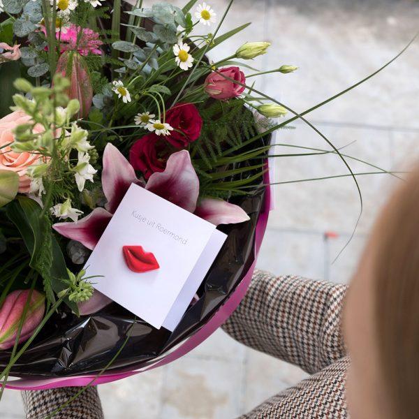 kaartje bij bosje bloemen